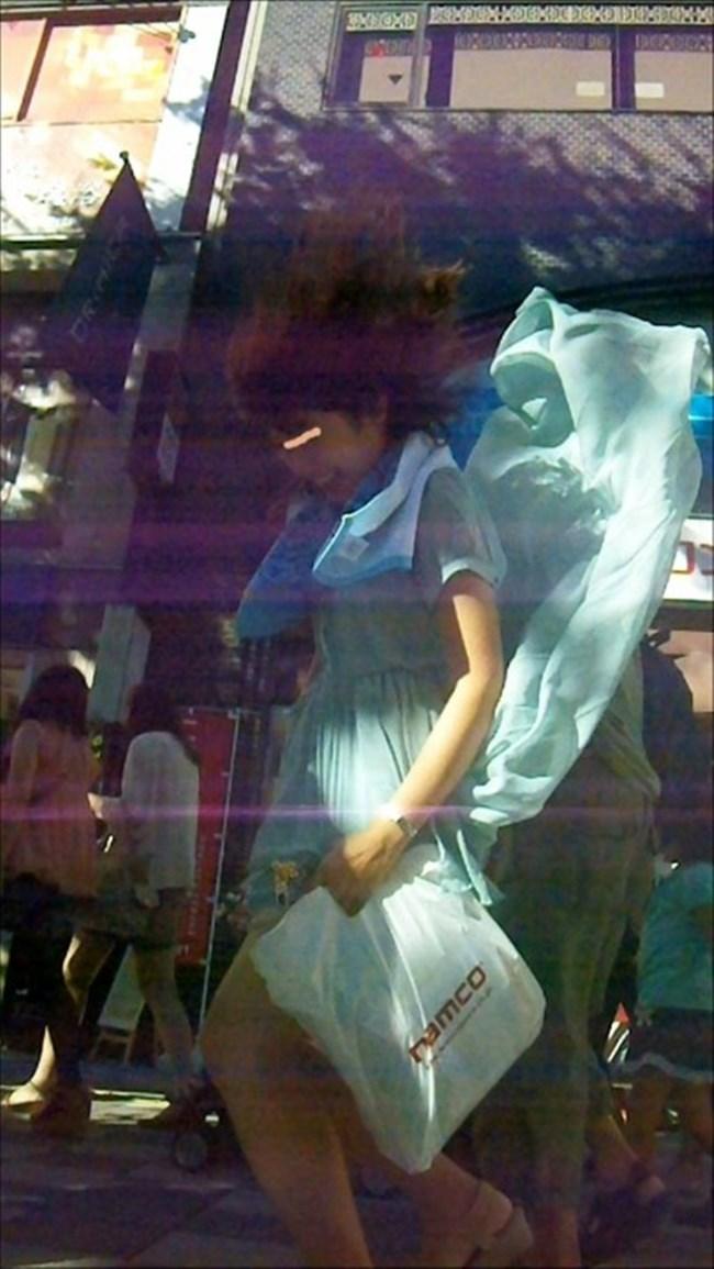 強風の日のスカート女子の後ろはパンチラパラダイスwww0014shikogin