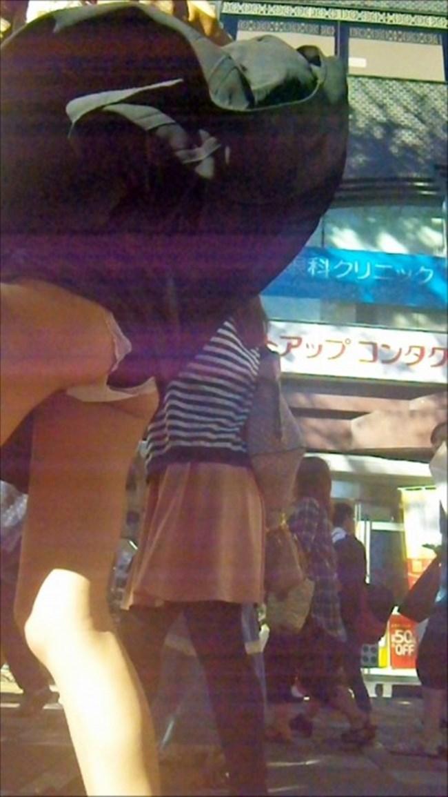 強風の日のスカート女子の後ろはパンチラパラダイスwww0015shikogin
