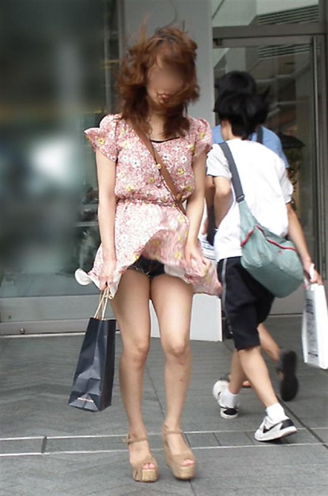 強風の日のスカート女子の後ろはパンチラパラダイスwww0023shikogin