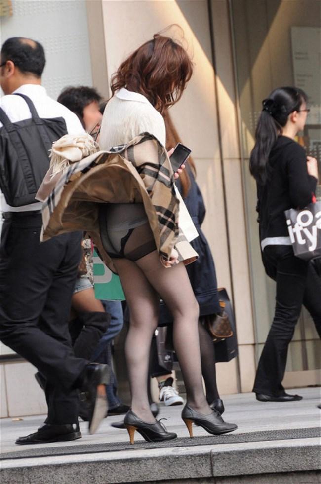 強風の日のスカート女子の後ろはパンチラパラダイスwww0026shikogin