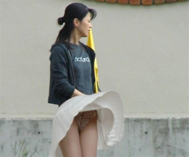 強風の日のスカート女子の後ろはパンチラパラダイスwww0038shikogin