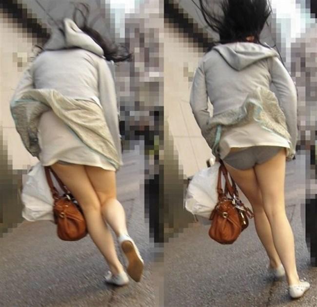 強風の日のスカート女子の後ろはパンチラパラダイスwww0040shikogin