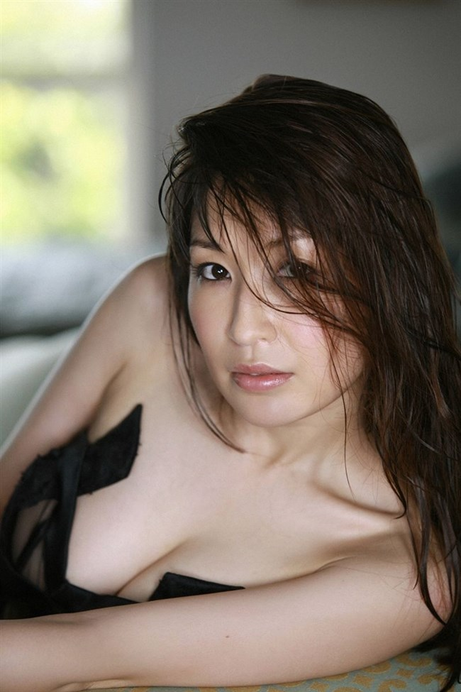 乳首ギリギリに迫るグラドルの撮影シーンはポロリと紙一重wwww0029shikogin