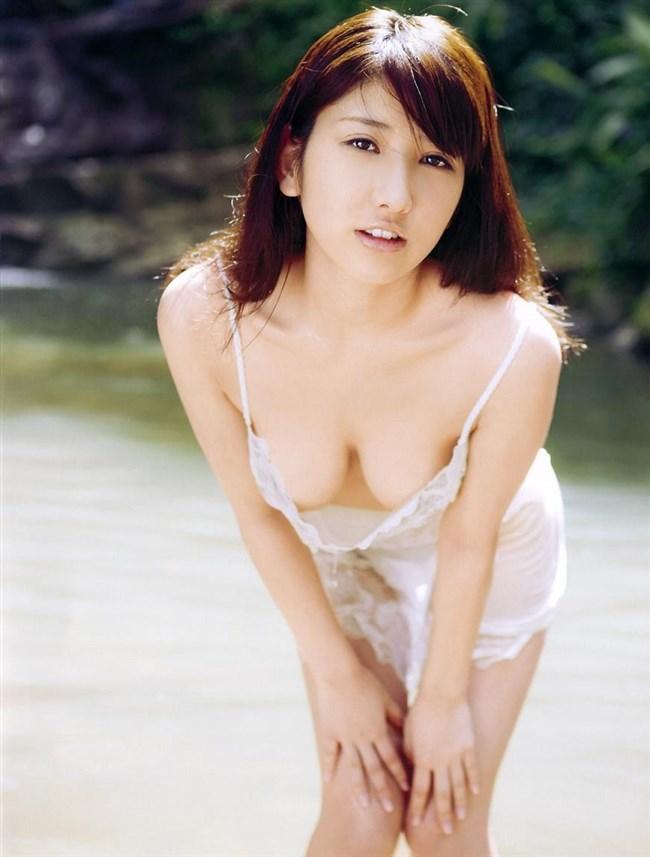 乳首ギリギリに迫るグラドルの撮影シーンはポロリと紙一重wwww0031shikogin