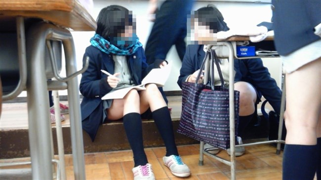 JKは教室内だと下半身が緩くなると聞いてwwww0001shikogin