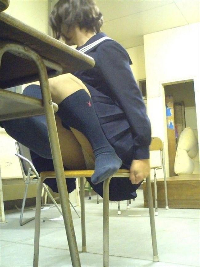 JKは教室内だと下半身が緩くなると聞いてwwww0004shikogin
