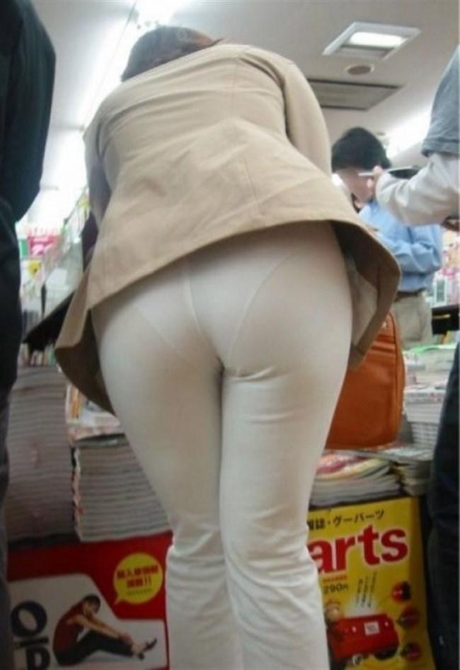 下着の色や形がスッケスケの股間テロ女性がえちえちwwwww0002shikogin