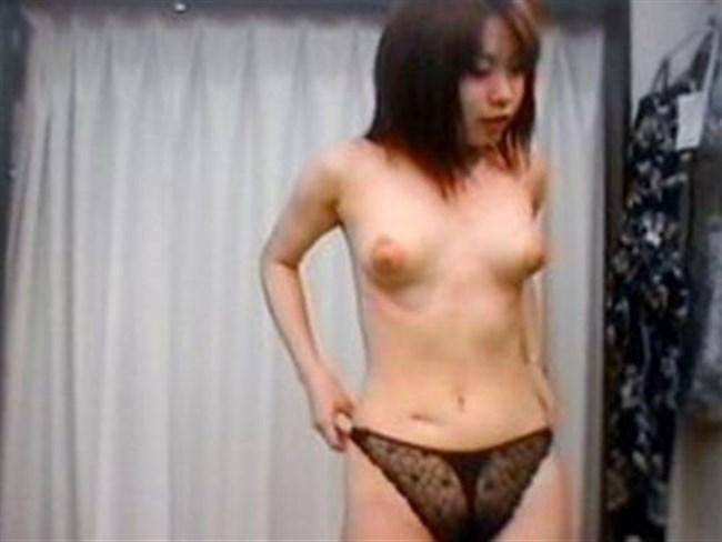 女性下着の試着室内を覗き見した結果wwwwww0009shikogin
