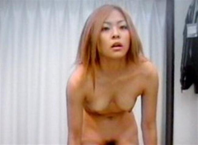 女性下着の試着室内を覗き見した結果wwwwww0014shikogin