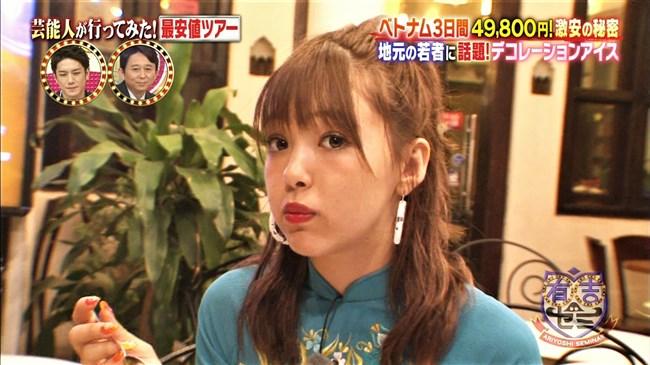 藤田ニコル~ベトナムロケでのブラ線が浮き出た巨乳なアオザイ姿が極エロ!0002shikogin