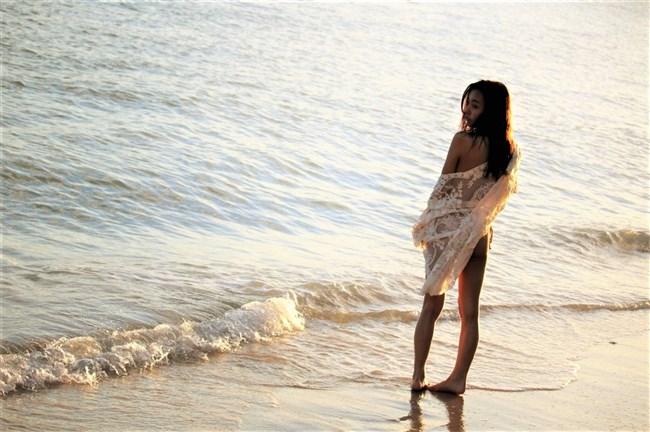 板野友美~最新の水着グラビアはやっぱりセクシーで神懸かってエロかった!0006shikogin