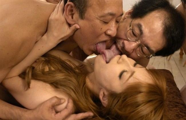 美少女が全裸の中年ハゲおやじに群がられてるカオスな光景wwww0004shikogin