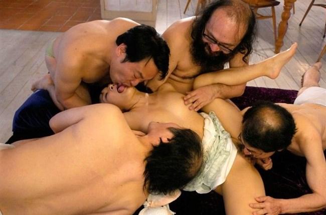 美少女が全裸の中年ハゲおやじに群がられてるカオスな光景wwww0006shikogin