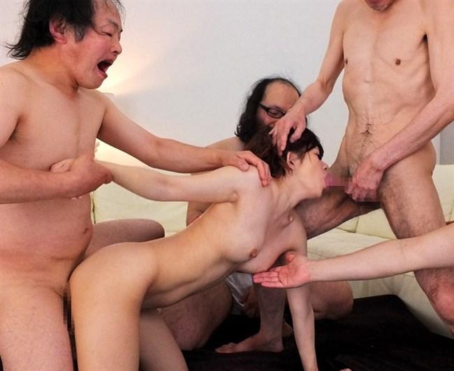 美少女が全裸の中年ハゲおやじに群がられてるカオスな光景wwww0012shikogin