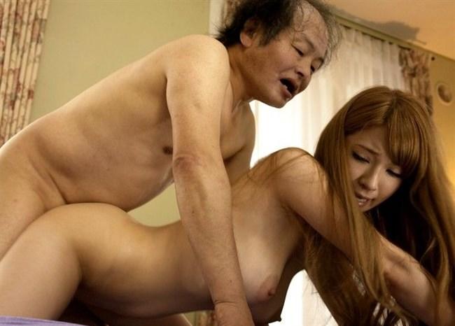 美少女が全裸の中年ハゲおやじに群がられてるカオスな光景wwww0014shikogin