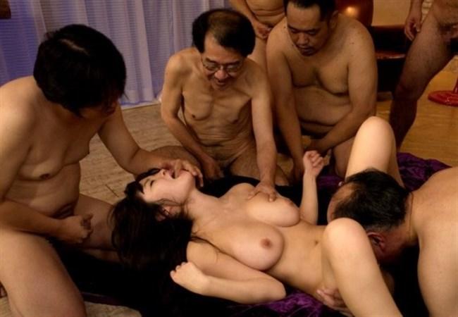 美少女が全裸の中年ハゲおやじに群がられてるカオスな光景wwww0019shikogin
