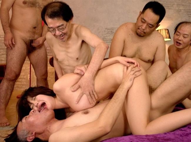 美少女が全裸の中年ハゲおやじに群がられてるカオスな光景wwww0027shikogin