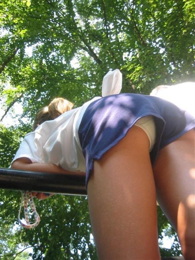 ショーパンの脇から見えるパンチラはミニスカのソレとは比較にならない興奮度www0029shikogin