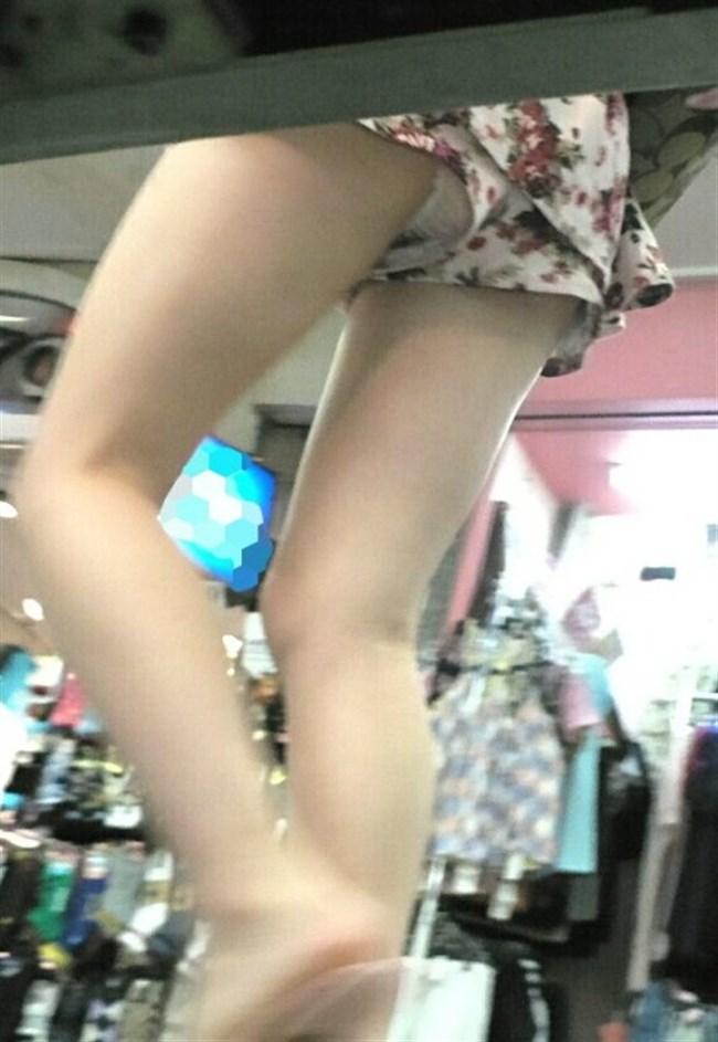 ショーパンの脇から見えるパンチラはミニスカのソレとは比較にならない興奮度www0035shikogin