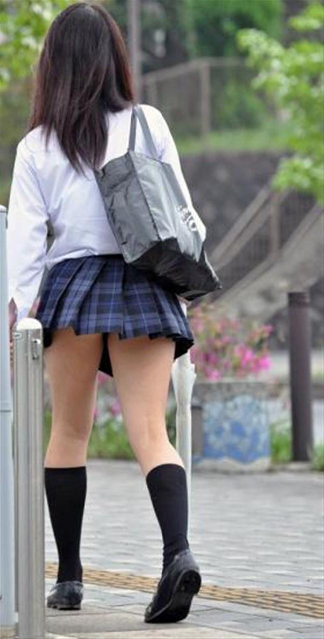 ミニスカは短いほど可愛いと思ってる制服JKの限界wwww0010shikogin