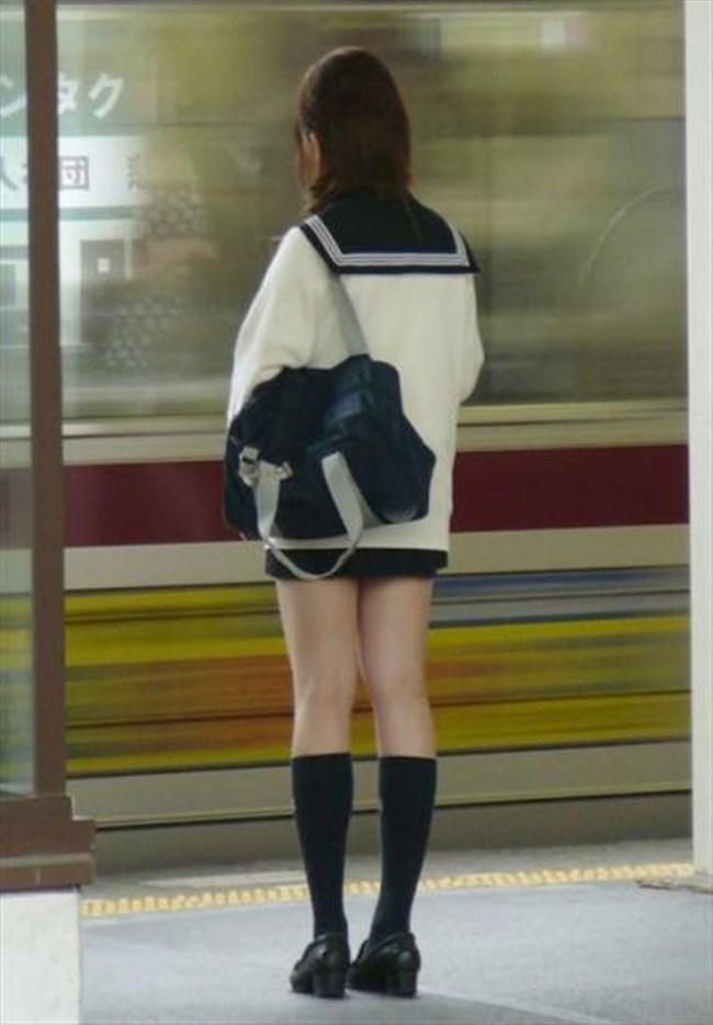 ミニスカは短いほど可愛いと思ってる制服JKの限界wwww0006shikogin