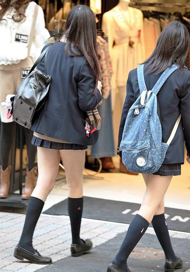 ミニスカは短いほど可愛いと思ってる制服JKの限界wwww0007shikogin