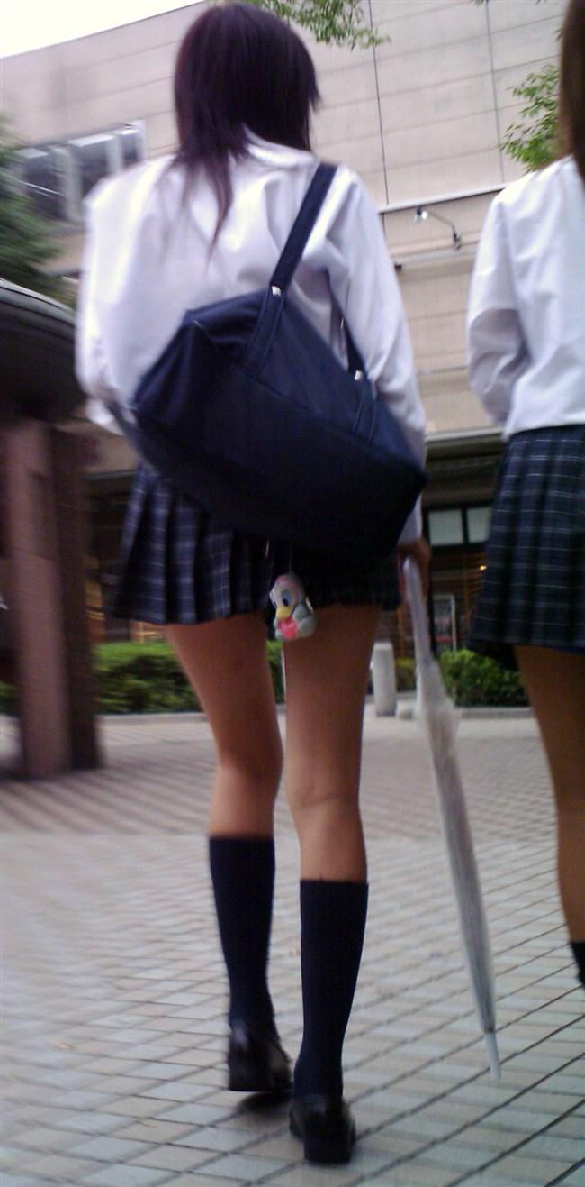 ミニスカは短いほど可愛いと思ってる制服JKの限界wwww0009shikogin