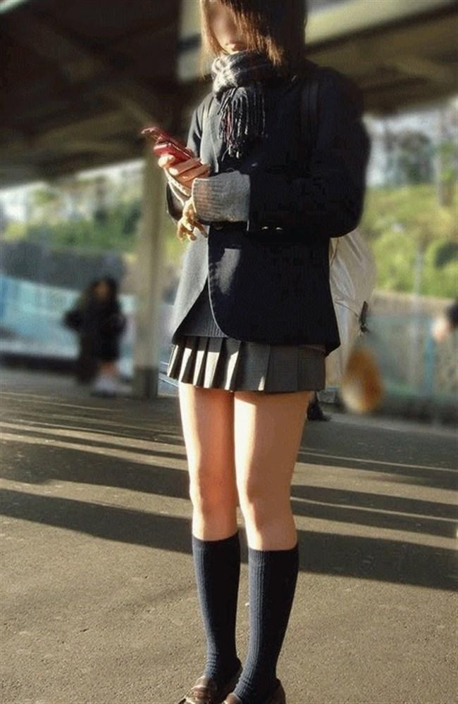 ミニスカは短いほど可愛いと思ってる制服JKの限界wwww0011shikogin