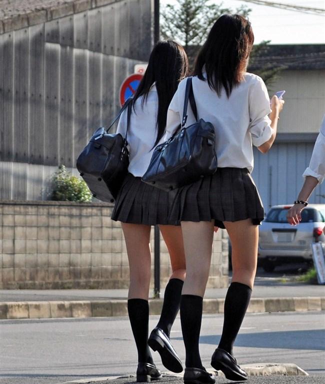 ミニスカは短いほど可愛いと思ってる制服JKの限界wwww0012shikogin