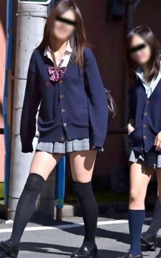 ミニスカは短いほど可愛いと思ってる制服JKの限界wwww0013shikogin