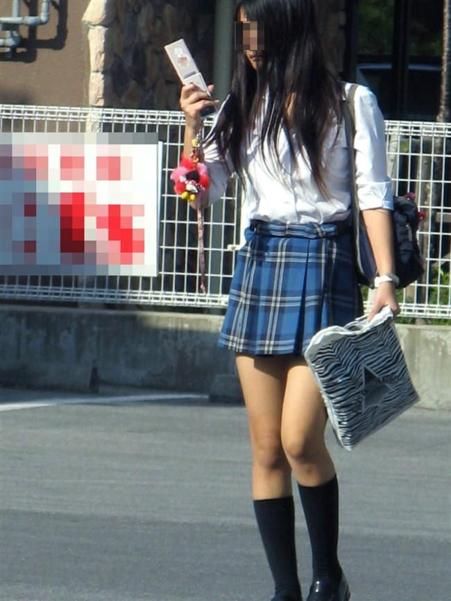ミニスカは短いほど可愛いと思ってる制服JKの限界wwww0002shikogin