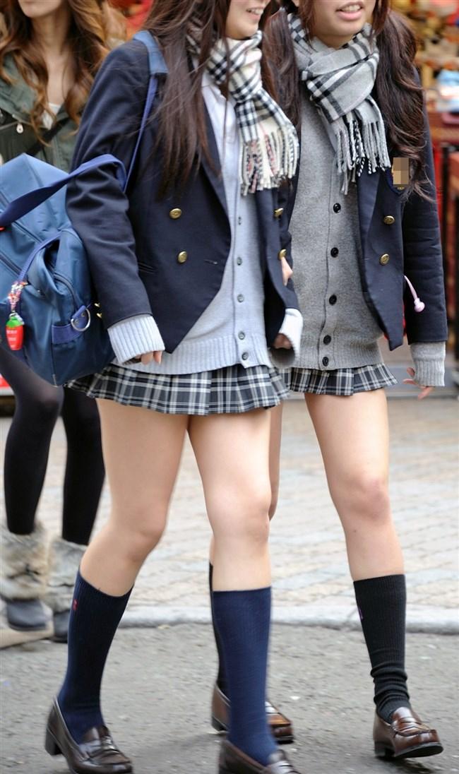 ミニスカは短いほど可愛いと思ってる制服JKの限界wwww0003shikogin