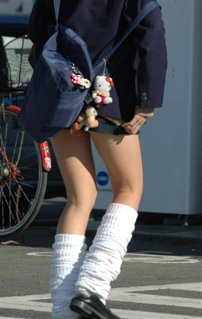 ミニスカは短いほど可愛いと思ってる制服JKの限界wwww0004shikogin