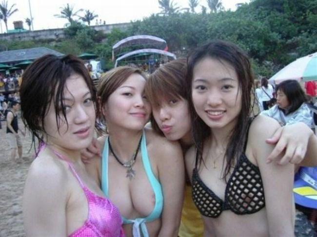 真夏のビーチで幸運にも遭遇した乳首ポロリハプニングwwww0008shikogin