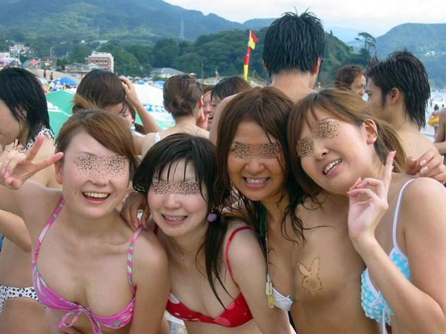 真夏のビーチで幸運にも遭遇した乳首ポロリハプニングwwww0011shikogin