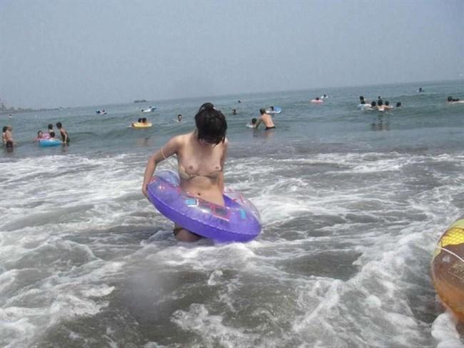真夏のビーチで幸運にも遭遇した乳首ポロリハプニングwwww0013shikogin