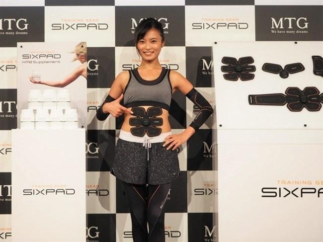 小島瑠璃子~SIXPAD新製品発表会で登場したこじるりがエロ過ぎて卒倒!0002shikogin