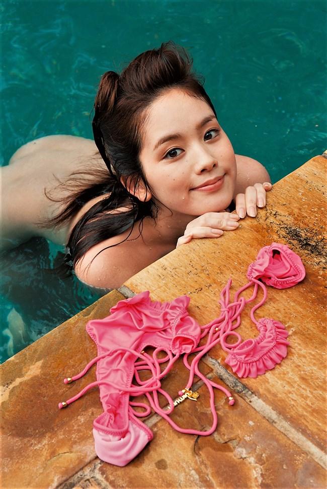 筧美和子~プールで水着を脱いで素っ裸の完全ヌード!ワレメ丸見えだ!0006shikogin