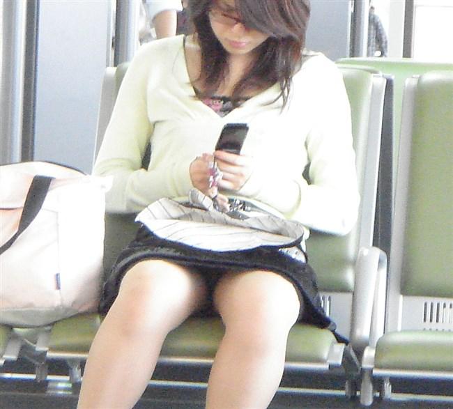 電車内でスマホに夢中になり過ぎて下半身ゆるゆるなJKwwww0009shikogin