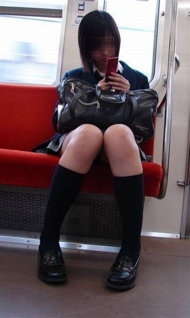 電車内でスマホに夢中になり過ぎて下半身ゆるゆるなJKwwww0011shikogin