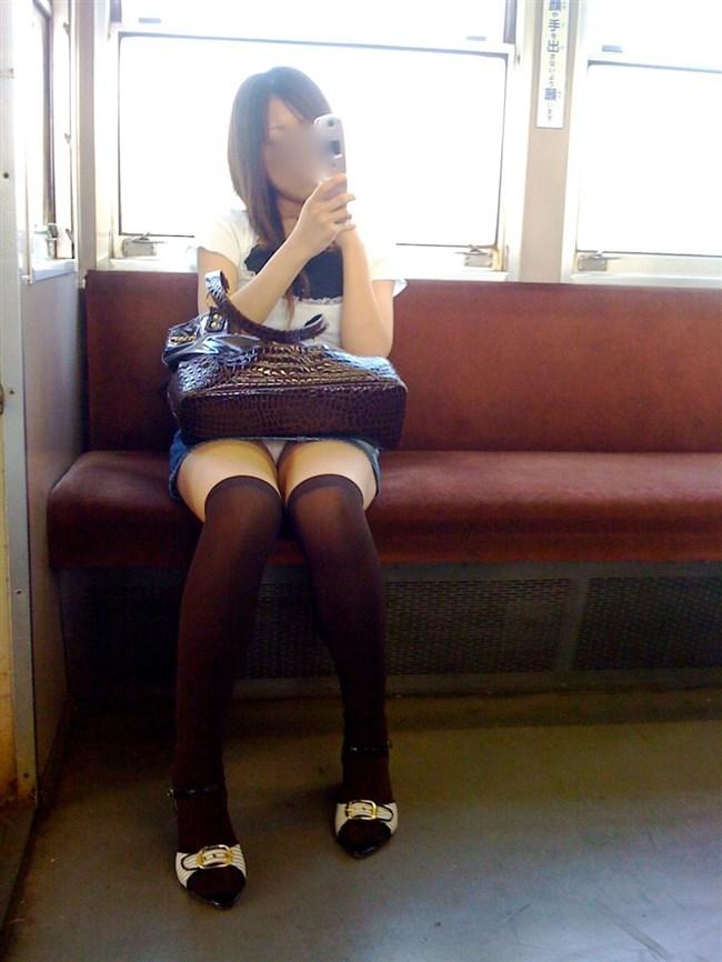 電車内でスマホに夢中になり過ぎて下半身ゆるゆるなJKwwww0013shikogin