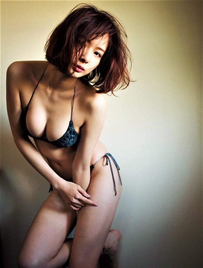 岡田紗佳~FRIDAYの最新水着グラビアはオッパイがハミ出してて超エロい!0007shikogin