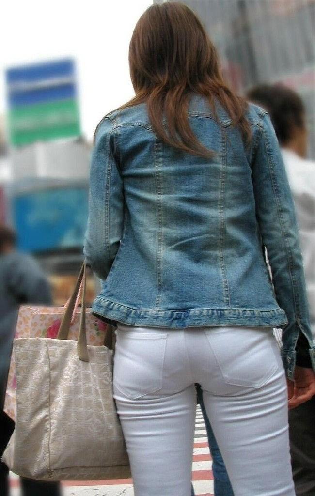 デカ尻でパン線がくっきり浮き出てしまってる女性wwww0003shikogin