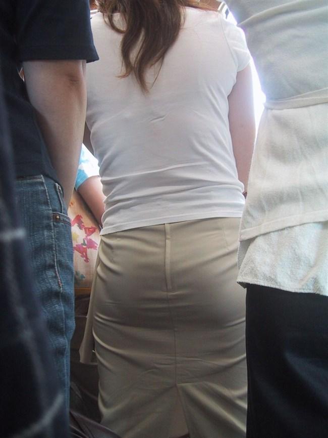 デカ尻でパン線がくっきり浮き出てしまってる女性wwww0002shikogin