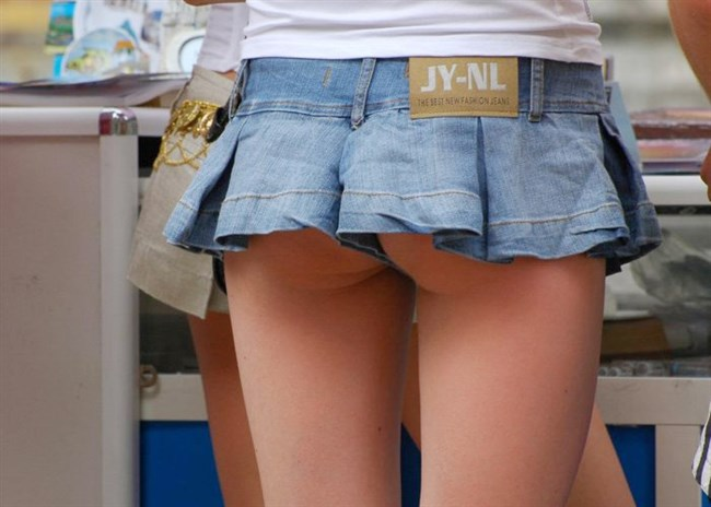 二度見、三度見当たり前!スカート丈の限界近い超ミニスカ娘www0005shikogin