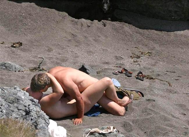 ヌーディストビーチでお互いのカラダを見て欲情してしまった男女はこうなるwww0003shikogin