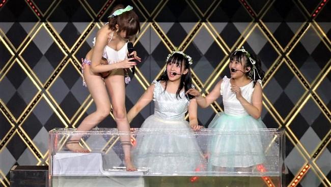 矢吹奈子[HKT48]~さっしー公開熱湯風呂のアシスタントでまさかの丸見え胸チラ!0005shikogin