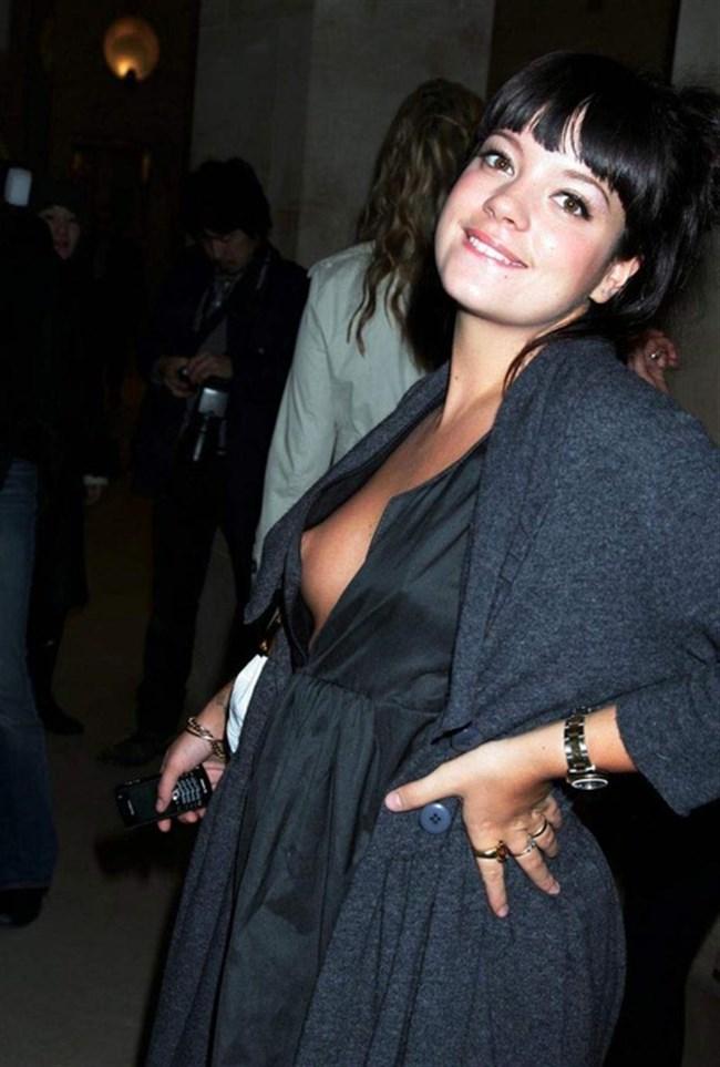 外国人女性の胸チラは日本人のソレとは一味違うwwww0013shikogin
