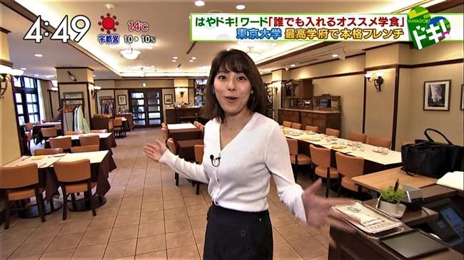 上村彩子~白のニット服で巨乳丸出しにして外の取材!エロ可愛過ぎる!0005shikogin