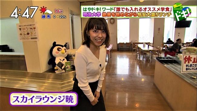 上村彩子~白のニット服で巨乳丸出しにして外の取材!エロ可愛過ぎる!0009shikogin